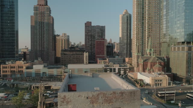 stockvideo's en b-roll-footage met aerial view of the upper west side at sunset. manhattan. new york. usa. - baksteen