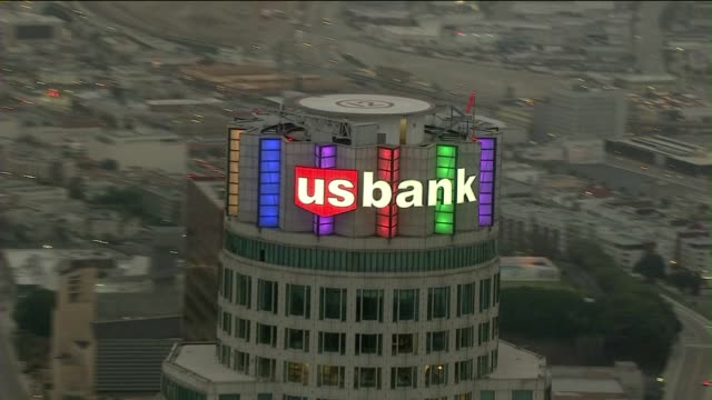 aerial view of the u.s. bank tower in los angeles - us bank tower bildbanksvideor och videomaterial från bakom kulisserna