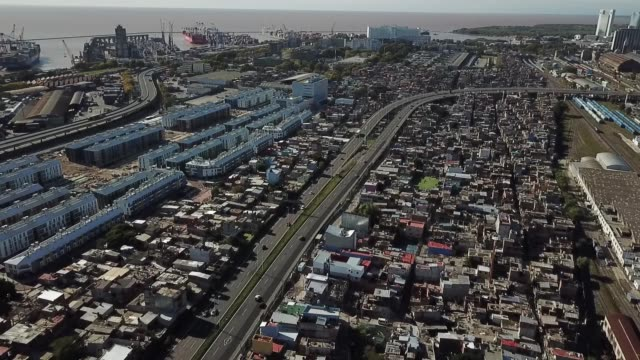 aerial view of the villa 31 slum and the 25 de mayo highway on april 14 2020 in buenos aires argentina national government extended obligatory... - buenos aires stock videos & royalty-free footage