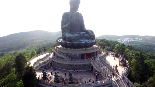 aerial view of tian-tan buddha(big buddha) - buddha stock-videos und b-roll-filmmaterial