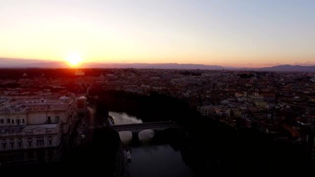 aerial view of tiber river at sunrise - テベレ川点の映像素材/bロール