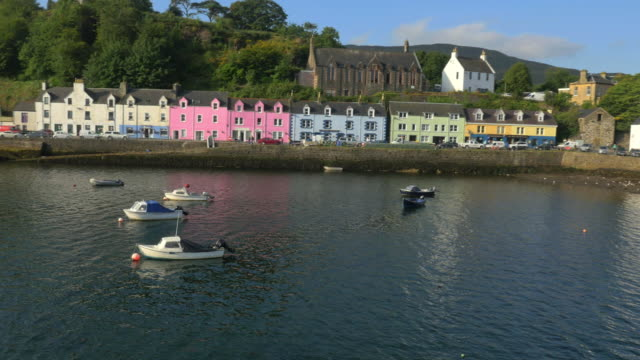 vidéos et rushes de aerial view of tobermory harbour and town highlands - mull