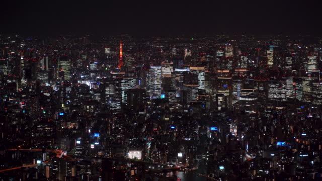 vídeos y material grabado en eventos de stock de aerial view of tokyo city at night, financial district - expansión urbana