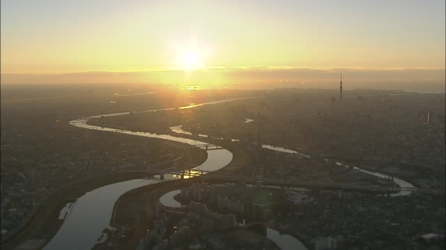aerial view of tokyo with tokyo skytree at sunrise. - tokyo japan 個影片檔及 b 捲影像