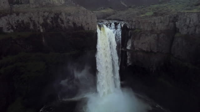 aerial view of top of palouse falls with tourists - palouse stock videos & royalty-free footage