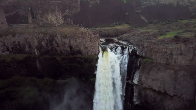 aerial view of tourists at palouse falls - palouse stock videos & royalty-free footage
