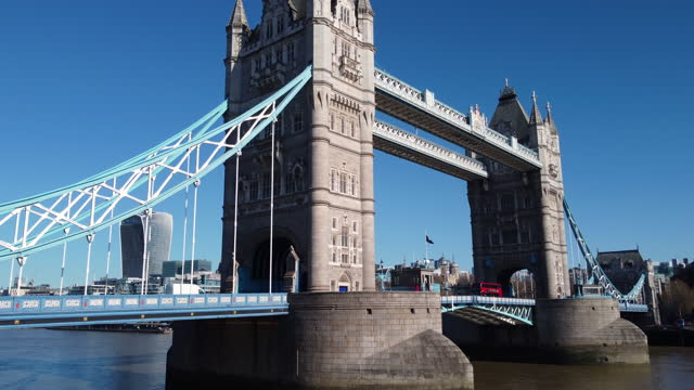 aerial view of tower bridge and the river thames. push-in from low angle. - push in stock videos & royalty-free footage