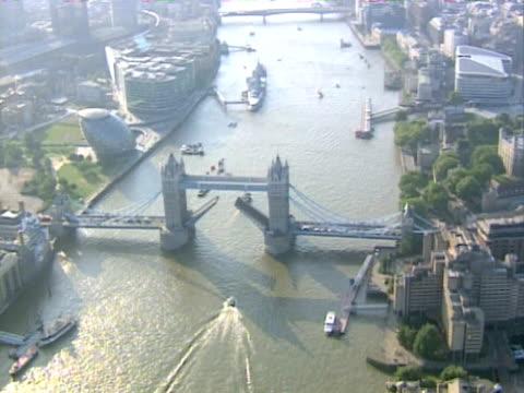 Luftaufnahme der Tower Bridge, London. NTSC UND PAL