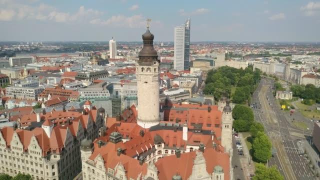 luftaufnahme rathaus leipzig - panorama stock-videos und b-roll-filmmaterial