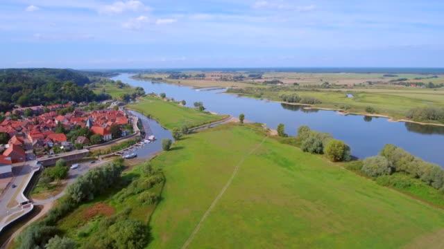 Luftaufnahme der Stadt Hitzacker und Elbe in Niedersachsen, Deutschland