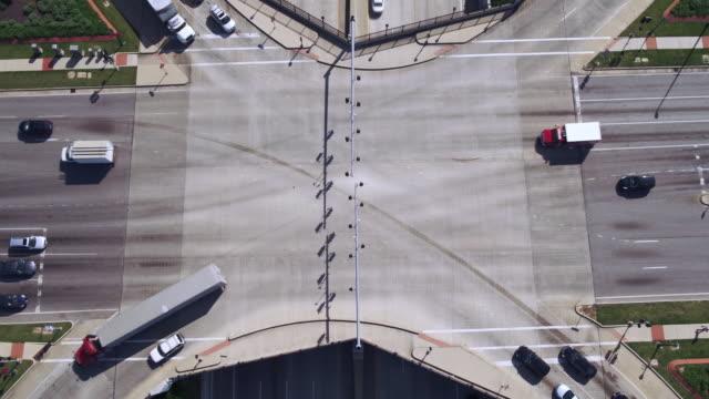aerial view of traffic at major highway intersection - saint louis bildbanksvideor och videomaterial från bakom kulisserna
