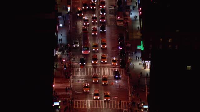 vídeos y material grabado en eventos de stock de aerial view of traffic moving along new york city's 7th avenue in chelsea at night. - 7th avenue