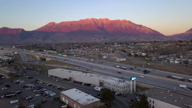 stockvideo's en b-roll-footage met aerial view of traffic moving on highway at sunset - orem utah