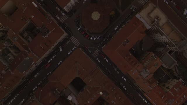 aerial view of traffic moving on the streets in milan. - milano bildbanksvideor och videomaterial från bakom kulisserna