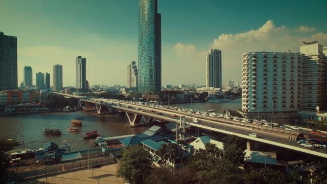 Luftaufnahme des Verkehrs auf der Brücke, Bangkok Thailand