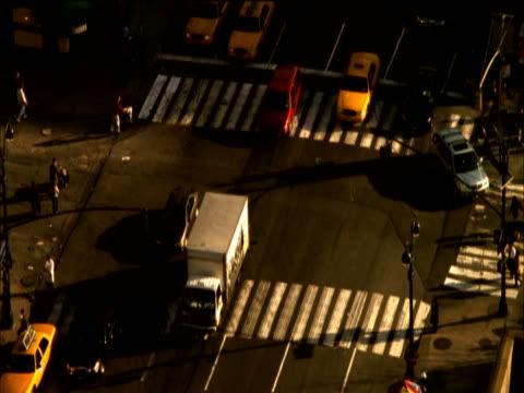 stockvideo's en b-roll-footage met aerial view of traffic passing over pedestrian crossings on cross street, new york, usa - onbekend geslacht