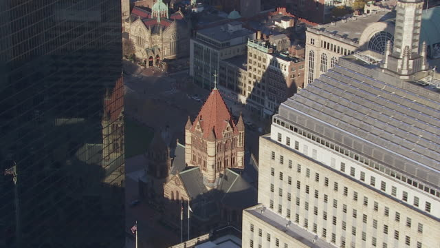 vídeos de stock e filmes b-roll de aerial view of trinity church in boston, massachusetts, united states of america - back bay boston