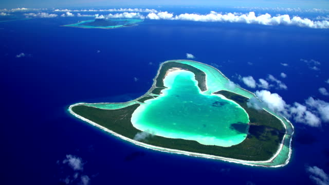 aerial view of tropical south pacific islands - insel tahiti stock-videos und b-roll-filmmaterial