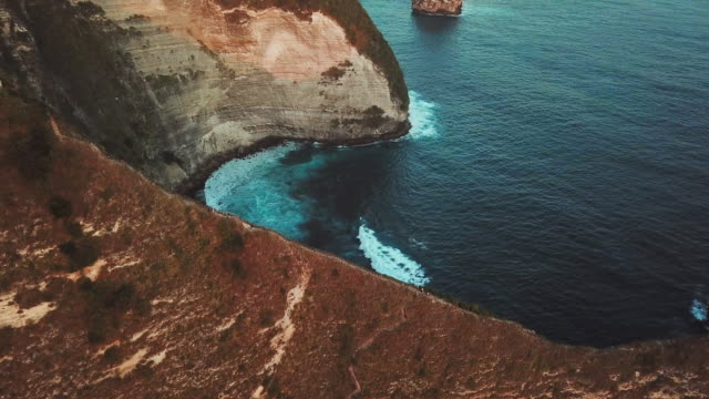 aerial view of turquoise ocean wave in tropical kelingking beach, nusa penida island bali ,indonesia - rock climbing stock videos & royalty-free footage