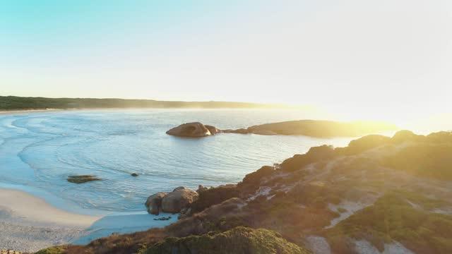 vídeos y material grabado en eventos de stock de aerial view of twilight beach esperance western australia - 4k drone - televisión de ultra alta definición