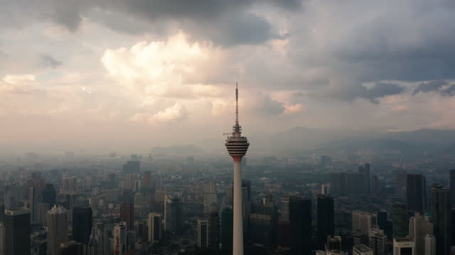 stockvideo's en b-roll-footage met lucht mening van tweelingtorens en het financiële centrum van kuala lumpur - maleisië