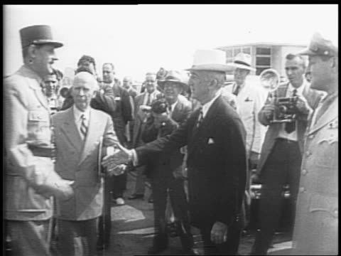 vidéos et rushes de aerial view of united states capitol / plane arriving on tarmac / state secretary byrnes greets charles de gaulle at his plane and they shake hands... - 1945