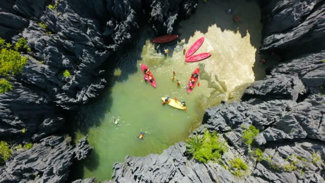 vídeos y material grabado en eventos de stock de vista aérea de destino invisible prasat hin pun, yod khao yai island en satun, tailandia - mineral