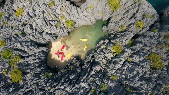 flygfoto över osedda resmål prasat hin pun, yod khao yai island på satun, thailand - andamansjön bildbanksvideor och videomaterial från bakom kulisserna