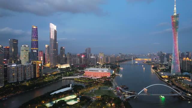 vídeos y material grabado en eventos de stock de vista aérea de la noche urbana - embarcación de pasajeros