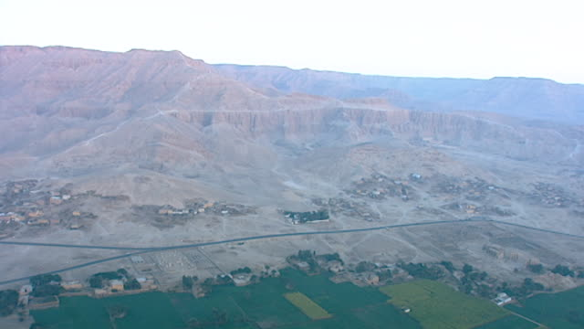 aerial view of valley of the kings, deir el bahari, gurneh village and the temple of hatshepsut, at dawn. - tal stock-videos und b-roll-filmmaterial