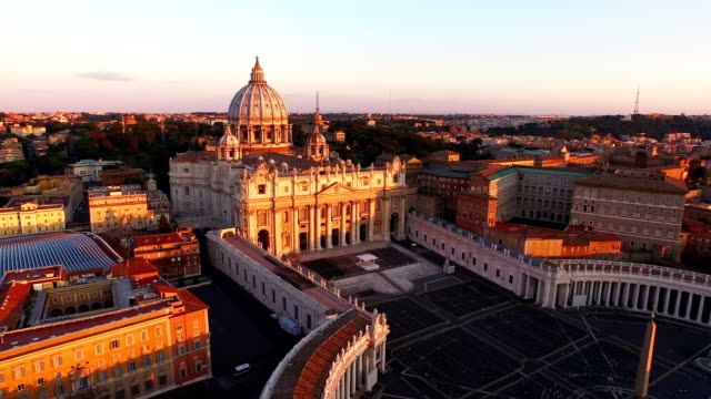 vídeos de stock e filmes b-roll de aerial view of vatican city at morning - basílica de são pedro