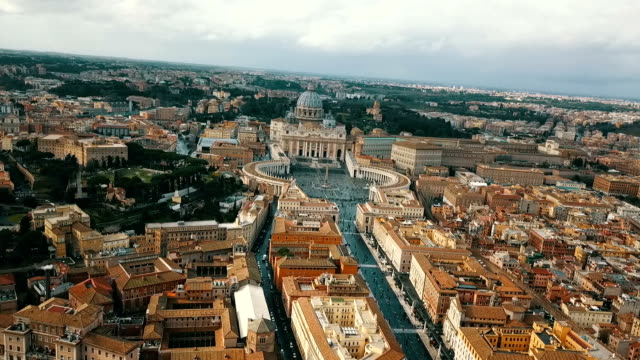 vídeos de stock e filmes b-roll de aerial view of vatican city - obelisk