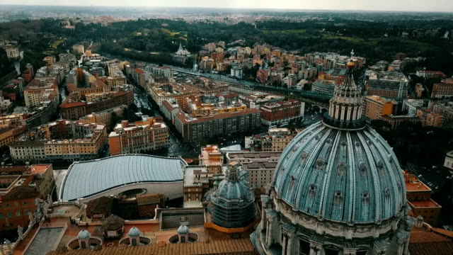 vídeos de stock e filmes b-roll de aerial view of vatican city - pátio