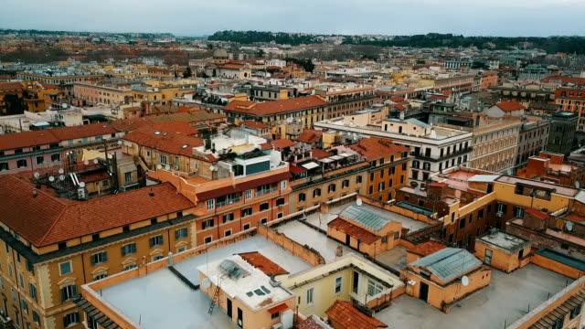 vidéos et rushes de vue aérienne de la cité du vatican - rome italy