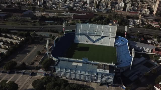 vídeos de stock e filmes b-roll de aerial view of velez sarfield's josé amalfitani empty soccer stadium on march 27, 2020 in buenos aires, argentina. national government has ordered a... - argentina