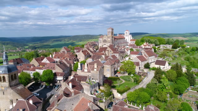 aerial view of vezelay - wallfahrt stock-videos und b-roll-filmmaterial