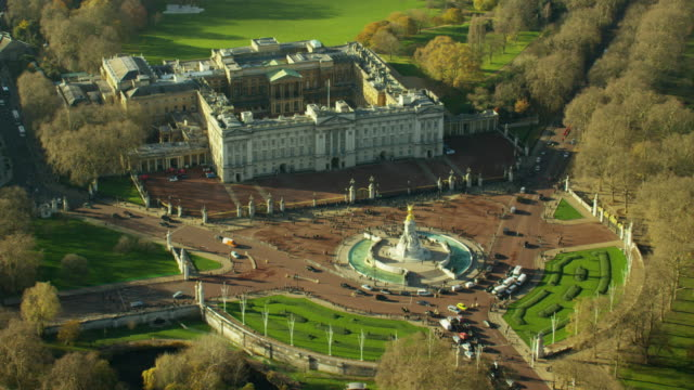 aerial view of victoria memorial by buckingham palace - buckingham stock videos & royalty-free footage
