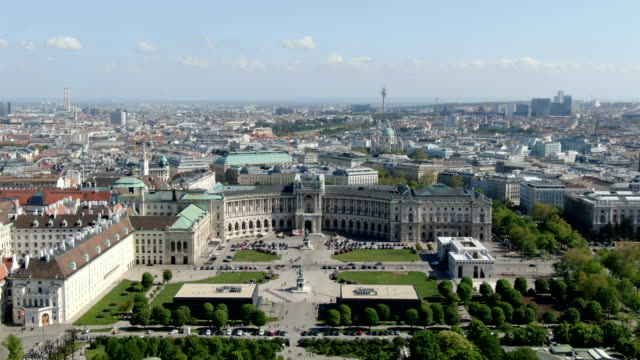 aerial view of vienna city center ,with heldenplatz, neue burg - wien stock-videos und b-roll-filmmaterial