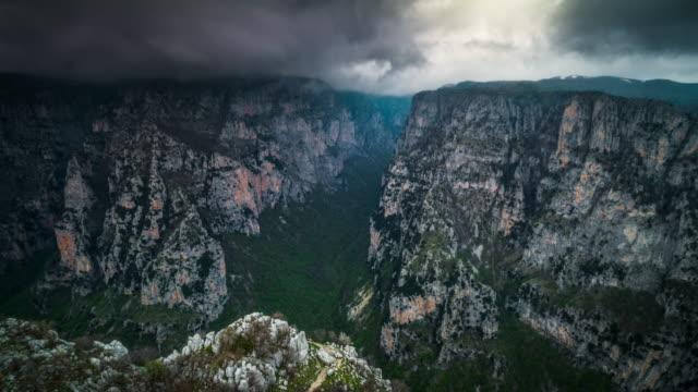vidéos et rushes de vue aérienne de la gorge de vikos en grèce - grèce
