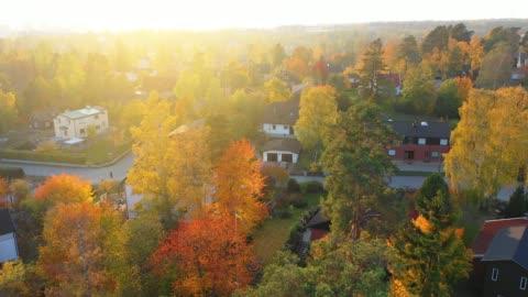stockvideo's en b-roll-footage met luchtfoto van villa gebied, net in zonsondergang - autumn
