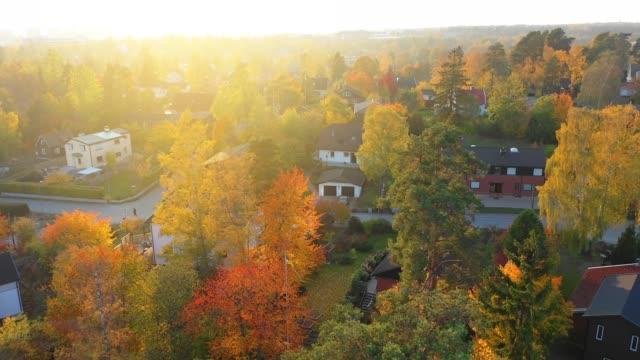 stockvideo's en b-roll-footage met luchtfoto van villa gebied, net in zonsondergang - stockholm