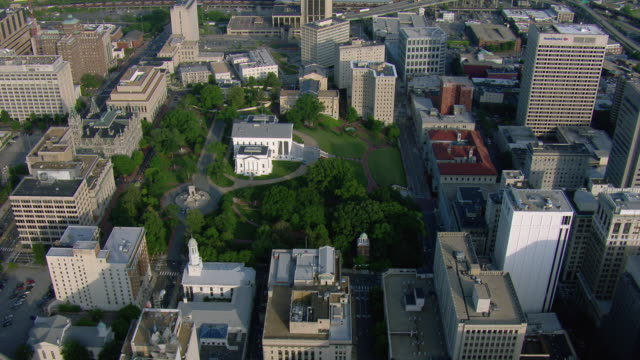 aerial view of virginia state capitol in downtown richmond, virginia, united states of america. - バージニア州 リッチモンド点の映像素材/bロール