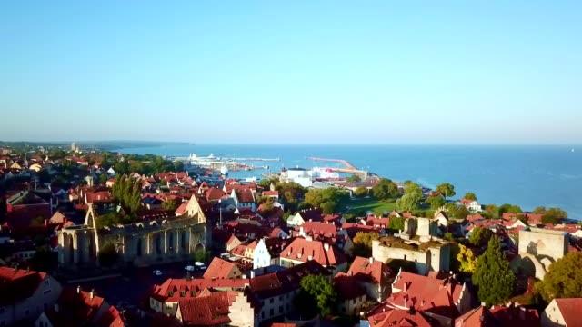 stockvideo's en b-roll-footage met luchtfoto van visby-gotland/zweden - europese cultuur