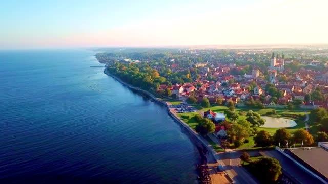 luftaufnahme von visby - gotland / schweden - sweden stock-videos und b-roll-filmmaterial