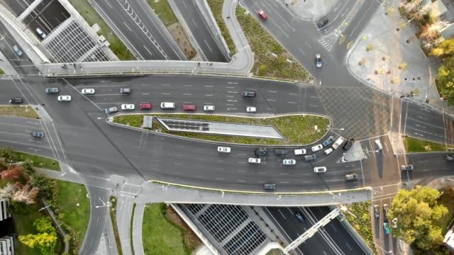 vídeos y material grabado en eventos de stock de vista aérea de la intersección de vitacura y kennedy avenues - camino santiago
