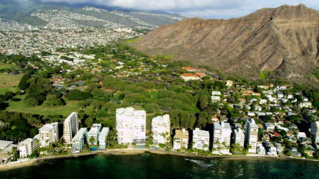 aerial view of waikiki diamond head hawaii - hawaii inselgruppe stock-videos und b-roll-filmmaterial