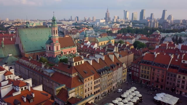 aerial view of warsaw old town and market square with new city in background - varsavia video stock e b–roll