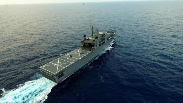 Luchtfoto van oorlogsschip
