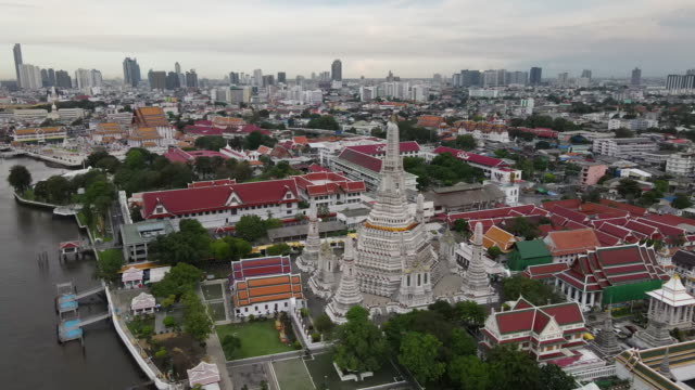 aerial view of wat arun, a famous buddhist temple, on the chao phraya river in bangkok. - reportage stock videos & royalty-free footage