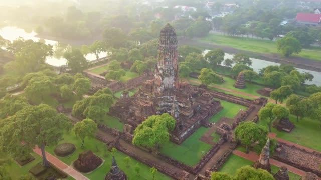 ワット プラ ラームの空撮は仏教寺院、アユタヤ世界遺産歴史公園、タイの一部 - 社会史点の映像素材/bロール